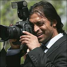 Pakistan's Shoaib Akhtar experiences life from a different angle - _40869040_shoaib300