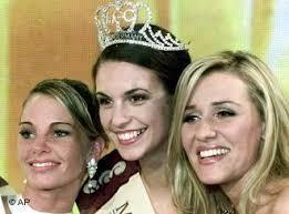 Die alte und die neue Miss Germany 2002: Katrin Wrobel und Simone Wolf-Reinfurt sowie die drittpalzierte Indira Selmic - 0,,419699_4,00