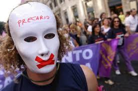 Gli italiani non arrivano a fine mese: ora sono i nonni a sostenere i nipoti