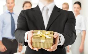 business gifts giving guidelines or etiquette that you can follow image source