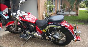 yamaha vstar 650 lams approved for awesome first bike smooth riding around town or long distance only had 2 female owners custom paint job and well looked