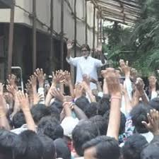 Big B meets fans at Jalsa every Sunday evening