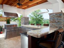 Countertop For Outdoor Kitchen Outdoor Kitchen Trends Diy