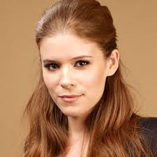 The 35-year old daughter of father Timothy Christopher Mara and mother Kathleen McNulty, 160 cm tall Kate Mara in 2018 photo