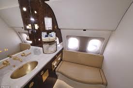 Resultado de imagem para banheiro de avião VIP