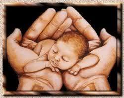 Resultado de imagen para Bebe en las manos de Dios
