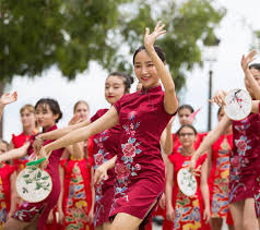 <b>Traditional Chinese dress</b> goes global - Chinadaily.com.cn