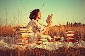 Resultado de imagen de women reading