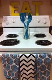Apt Kitchen 17 Best Ideas About Small Apartment Kitchen On Pinterest Tiny