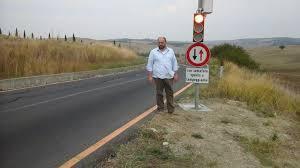Risultati immagini per montalcino strada con semaforo