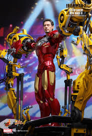 Iron Man 2 - Suit-Up Gantry with Mark IV 1/6th scale ... - Hot Toys