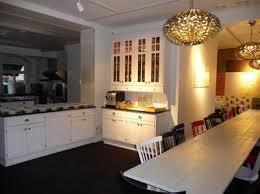 vr moderna topputrustade matstudio r till fr alla mten runt mat hr hller vi alla vra matlagningsaktiviteter middagar annorlunda chokladprovningar cabinet lighting p1110231