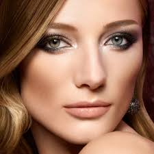 you can enhance the look of your small eyes by opting for basic makeup tricks small