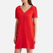 <b>Платье</b> короткое <b>однотонное</b> с v-образным вырезом и ...