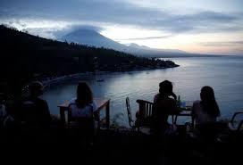 Balayı adası Bali'de yanardağ alarmı
