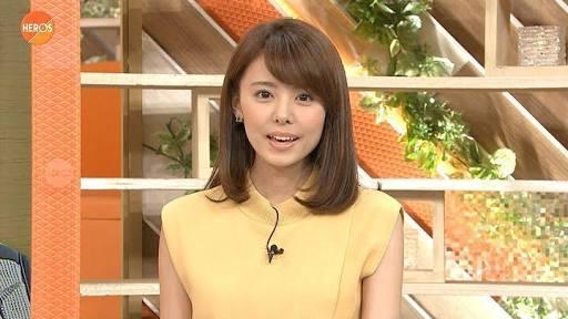 黄色い服の宮澤アナ