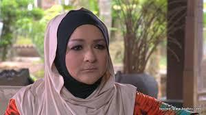 KUALA LUMPUR: Penerbit drama dan pelakon Ziela Jalil mengakui sukar baginya menjalani kehidupan sebagai ibu tunggal pada awal kematian suami, ... - Ziela-jalil