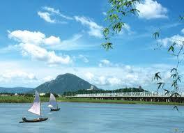 """Bài """"Hát với dòng sông  Ba"""" của Trần Huyền Nhung"""