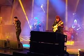 Ritchie Blackmore Performs First Gig With New <b>Rainbow</b> Lineup