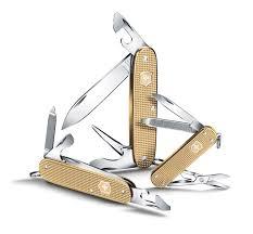 <b>Нож</b>-<b>брелок</b> Victorinox <b>Classic Alox</b>, <b>58 мм</b>, золотистый 0.6221 ...