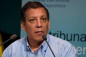 Marco Antonio Arana Zegarra ist Perus derzeit wohl populärster Umweltschützer. Der Pater aus Cajamarca kämpft seit Jahren gegen die hemmungslose ... - marco_arana-3