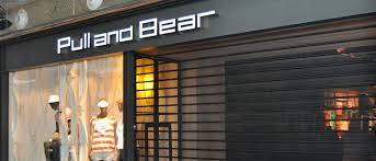 cierre-metalico-hierro-lacado-fachada-tienda