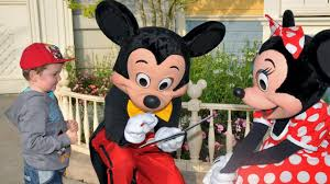 Meeting Mickey Mouse and <b>Minnie Mouse</b> at <b>Disneyland</b> Paris ...