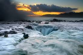 What Causes The Ocean's Tides?   Images?q=tbn:ANd9GcR-XhHIwPc-73qnPgFWHOmxBGQbY20krjF87vm0lZIbMboTWxk84A
