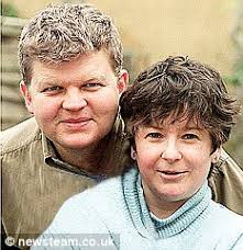Chiles with ex-wife Jane Garvey in 2000 - article-1094293-02CA1E4E000005DC-971_233x241