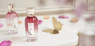 <b>Rose Pompon</b> and the bouquet of 5 roses | <b>Goutal</b>