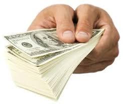 Resultado de imagem para Pastores evangélicos doacões em $$$ correndo a sacolinha fotos