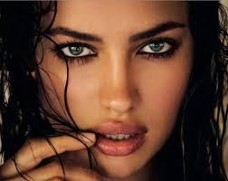 Resultado de imagen para mujeres con ojos grandes y preciosos