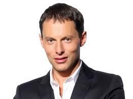 """<b>Marc-Olivier</b> Fogiel : son émission """"Face à l'actu"""" s'arrête définitivement ! - Marc-Olivier-Fogiel-son-emission-Face-a-l-actu-s-arrete-definitivement_portrait_w674"""