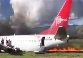 بيرو - اصابة ركاب طائرة انحرفت عن مدرج مطار قرب جاوجا