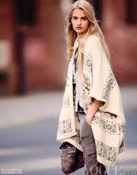 <b>Poncho</b> Street <b>Style</b> Looks 2020 | FashionGum.com
