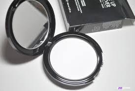 the mufe hd pressed powder es in their sleek uber y black pact plete with mirror