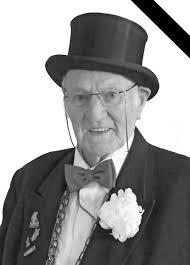 Am späten Mittwochnachmittag ist <b>Heinz Lersch</b> im Alter von 84 Jahren <b>...</b> - 22-hkz-2013-heinz-lersch-heimatkette-2sp
