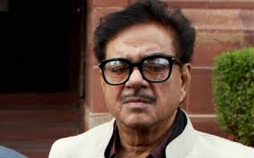 """New Delhi, 2 Aug (PTI): BJP on Friday refused to confront its MP Shatrughan Sinha and even requested the media to """"ignore"""" him in the wake of a series of ... - Shatrughan_Yashwant_PTI"""