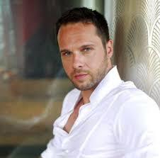 """Πασίγνωστος Έλληνας ηθοποιός δηλώνει: """"Δεν αφορά κανέναν αν είμαι gay, αν εγώ πάω με γυναίκες ή με άνδρες"""""""