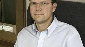TING TAR TID: Direktør Ivar Fossum (innfelt) forteller at selskapet trolig må vente en god stund før eventuell gevinst kan heves. - Nordic%2520Mining%2520-%2520direkt%25C3%25B8r%2520Ivar%2520Fossum