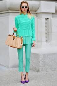 «<b>Джемпер</b> мятного цвета с <b>блузкой</b> и брюками в тон и ...