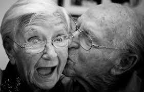 Resultado de imagen para anciano feliz