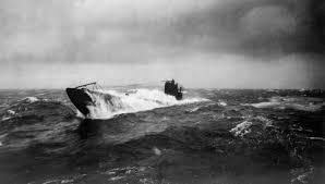 Photos d'un OVNI prises à bord de l'USS trepang SSN 674 - Page 2 Images?q=tbn:ANd9GcR3soBIukmXncNOSe_XVRBV6TJsnFtCxWk4DRlgQPdYnsCn2d9Q