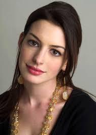 Nadat ze grotendeels van 2013 niet op het grote doek te bekennen was, keert Anne Hathaway terug. Ze gaat Reese Witherspoon vervangen in The Intern. - anne-hathaway-1