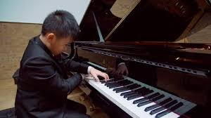 The keyboard skills of this ten-year-old virtuoso pianist will blow your ...