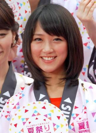 笑顔の竹内アナ