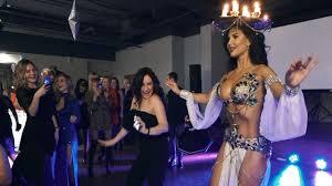 Даже девушка не удержалась и вышла танцевать - YouTube