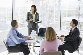Resultado de imagen de personas hablando grupo