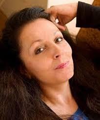 Marie Noëlle wächst in Frankreich als Tochter einer spanischen Mutter und eines französischen Vaters auf. Sie studiert Mathematik und erhält später den ... - Kopie von Marie_Noelle