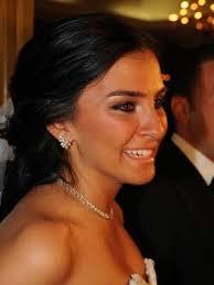 İkili, geçtiğimiz günlerde İzmir'de samimi şekilde dolaşırken görüldü. Alkoçlar, işadamı Batu Aksoy'la evlenmiş ve 2010 yılında da boşanmıştı. Sabah - 4e21fe6e9e96b6b8e0e645b78fb35cb8_1388045308